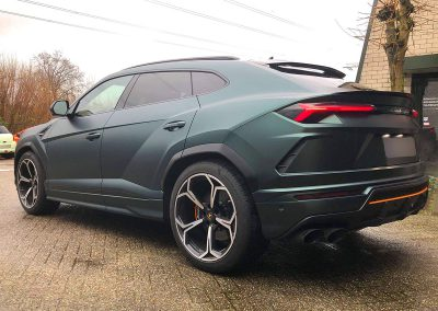 Carwrapping Color Change Lamborghini Urus F4